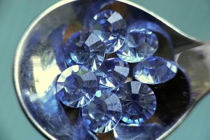 BLUE FLUORESCENCE IN DIAMONDS